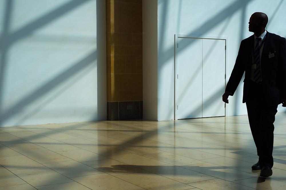 נמצאים בקריסה כלכלית ומגלים כי אתם מנהלים עסק נופל? במאמר זה נגלה את התהליך המתרחש כאשר החובות לנושים השונים הצטברו ואתם מתלבטים האם לוותר ולהגיש בקשת פירוק חברה? 