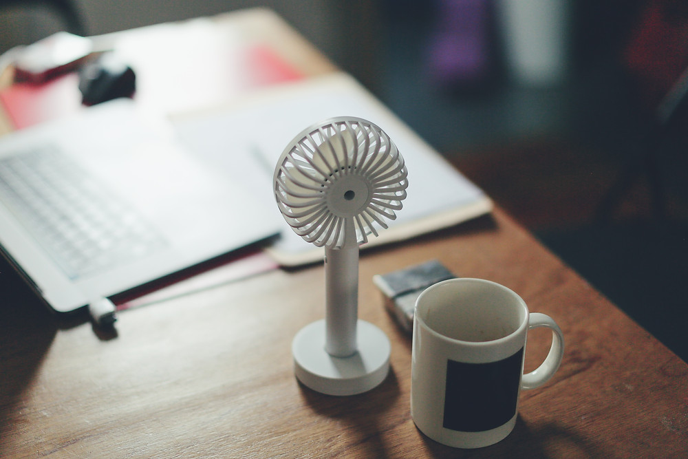 fan coffee desk cooling warmth