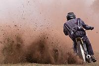 Bowen® nach eine Motorradunfall und bei Taubheitsgefühlen in den Beinen, Image by Sugden Guy Sugden
