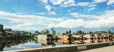 Dal Lake in Srinagar - Motorcycle Escapades