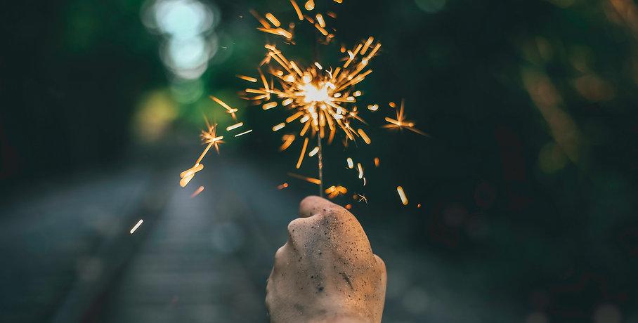Zeremonienmeister für Geburtstag, Verlobungsfeier und deine eigene Zeremonie. Image by Bradley Ziffer