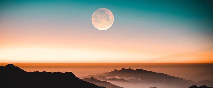 The New Moon & Full Moon Ritual Guide