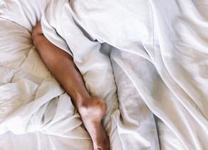 Kun hikiaalto herättää öisin – vaihdevuosien unihäiriöt luultua yleisempiä