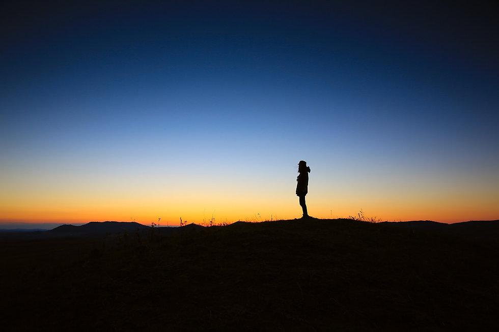 Sonnenaufgang mit Person