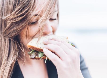 ¿Cuántas calorías debo consumir al día?