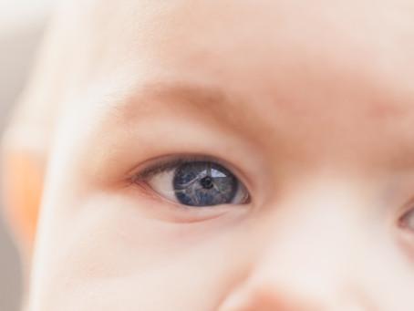 Cuando un bebé está cansado, llora.