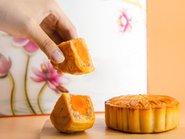 Celebrating Mid-Autumn Festival with Relatives Overseas? The JustShip Guide to Shipping Mooncakes