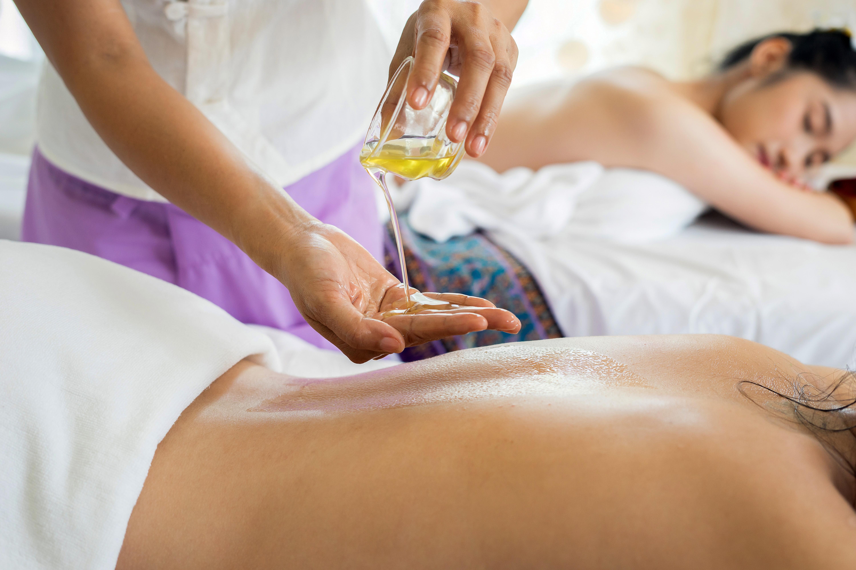 Couple Massage for 60 Mins
