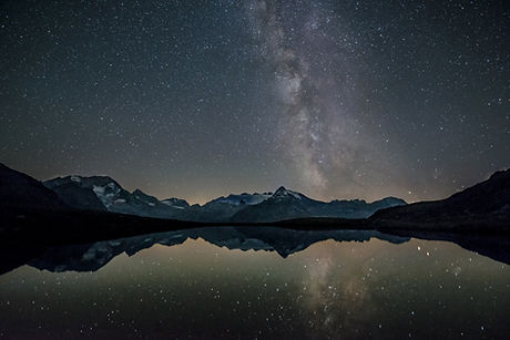 night sky image with mountains and milky way