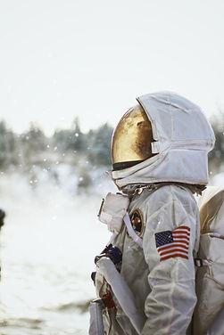 Astronaute et essoreuse