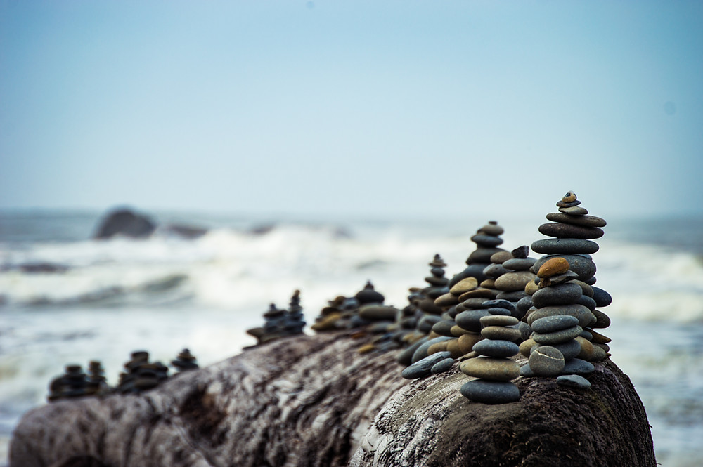Tower of rocks balancing by the ocean