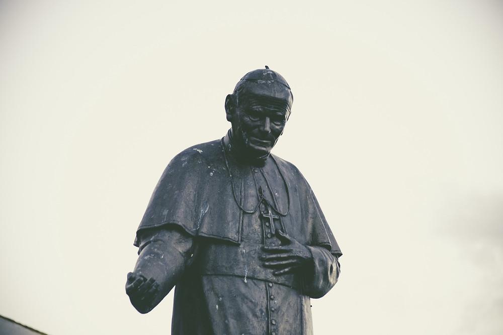 Pope statue religion