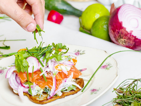 7 SIMPLE WAYS TO EAT HEALTHIER TODAY