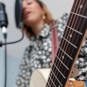 40 Best Hindi Songs To Play In Guitar - Bollywood Songs in guitar