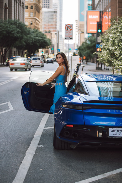 aston-martin-vantage-wheels-blue