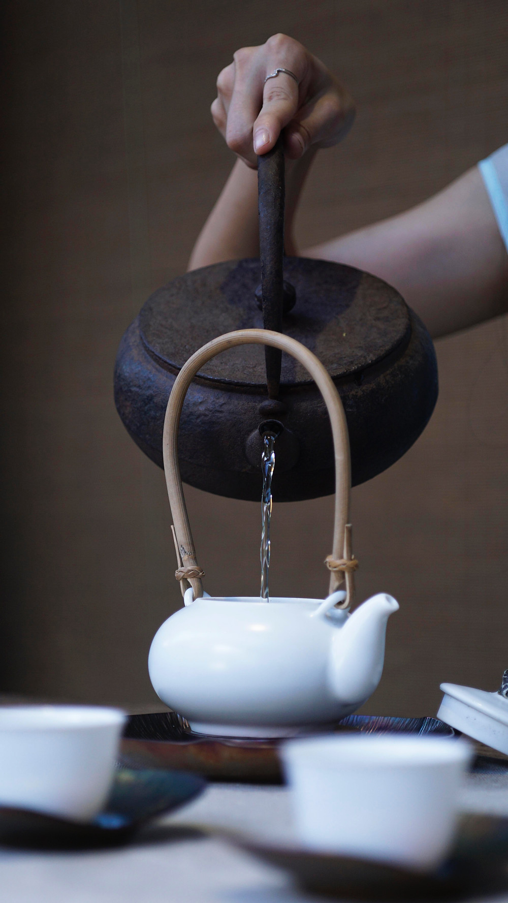pour boiled water into the teapot