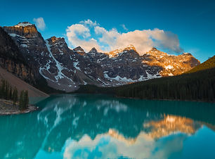 Mountains and lakes in Alberta, Canada. Plan my trip to Alberta, Canada