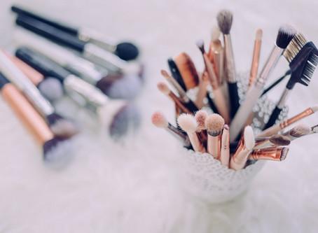 Vous vous demandez combien de temps garder vos cosmétiques?