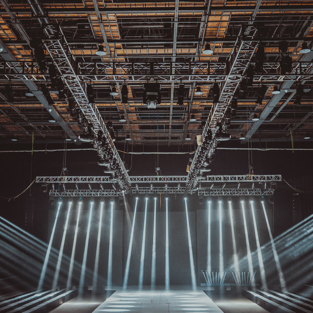 Staging & Structures