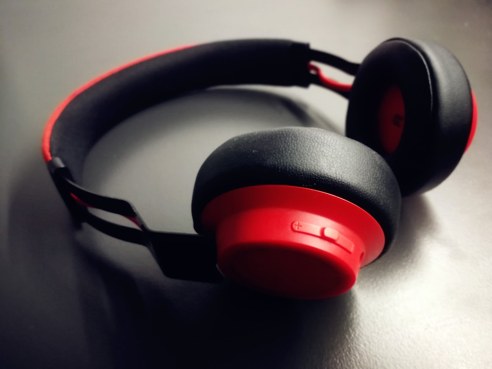 A pair of headphones with pasive noise cancellation.