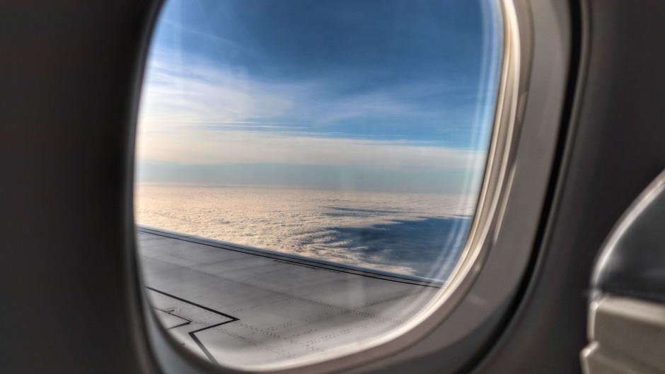 France approves ban on short domestic flights