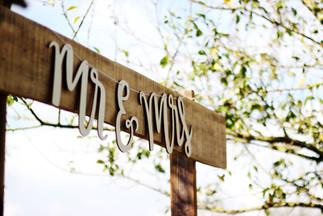 Mr & Mrs Aisle Sign