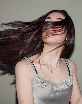 Pourquoi nos cheveux tombent-ils en automne