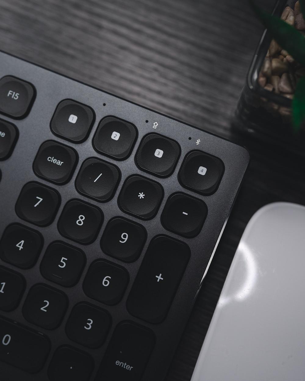 Keyboard showing numerical keypad