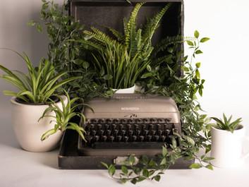 Quem escreve, porque reage, aprisiona. Quem escreve, porque age, liberta.