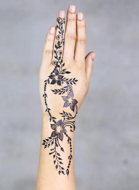 back hand henna designs