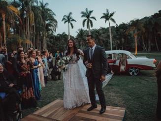 Expert tips on choosing a wedding photographer.