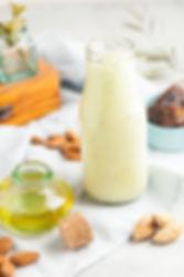 חלב שקדים