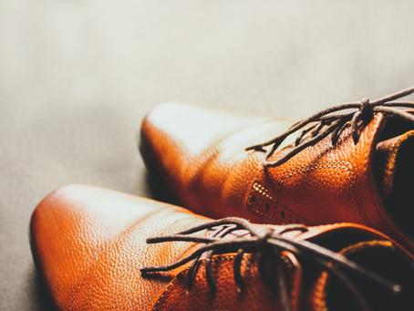 靴の脱ぎ方が、多くを語る…