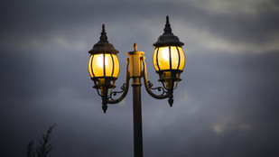'How are street lights connected?'