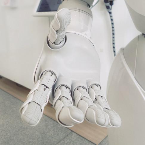 Mano robótica que restaura el sentido del tacto del usuario