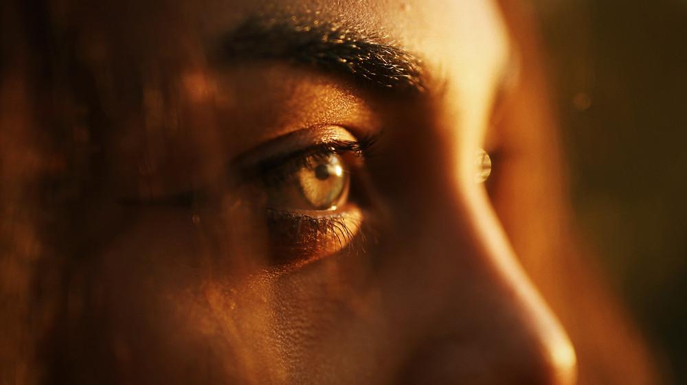 hazel golden hour eyes in the sun