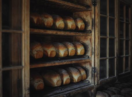 Cuatro panes con origen en la gastronomía española