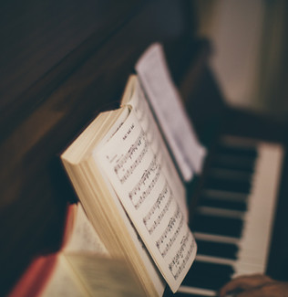 """Summary of """"Digital Editions and..."""" [Readings in Musicology - 2021]"""