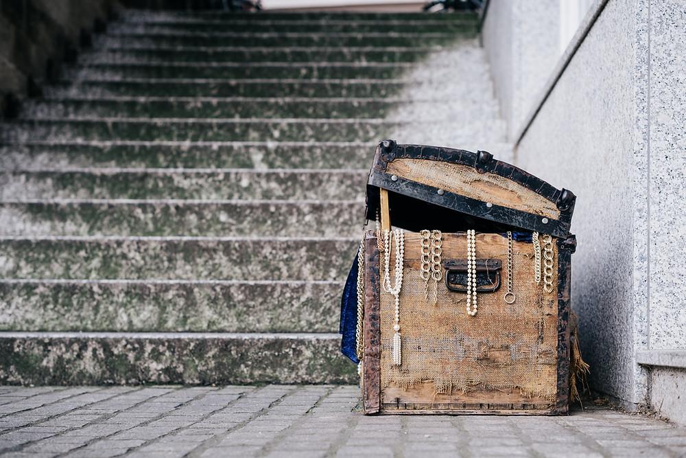 Old chest holds treasures of the sunken city of Pelegrein near Brela
