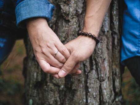 Forse amare è semplicemente tenersi per mano
