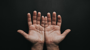PORTRAIT POSING: 8 THINGS TO DO WITH YOUR HANDS