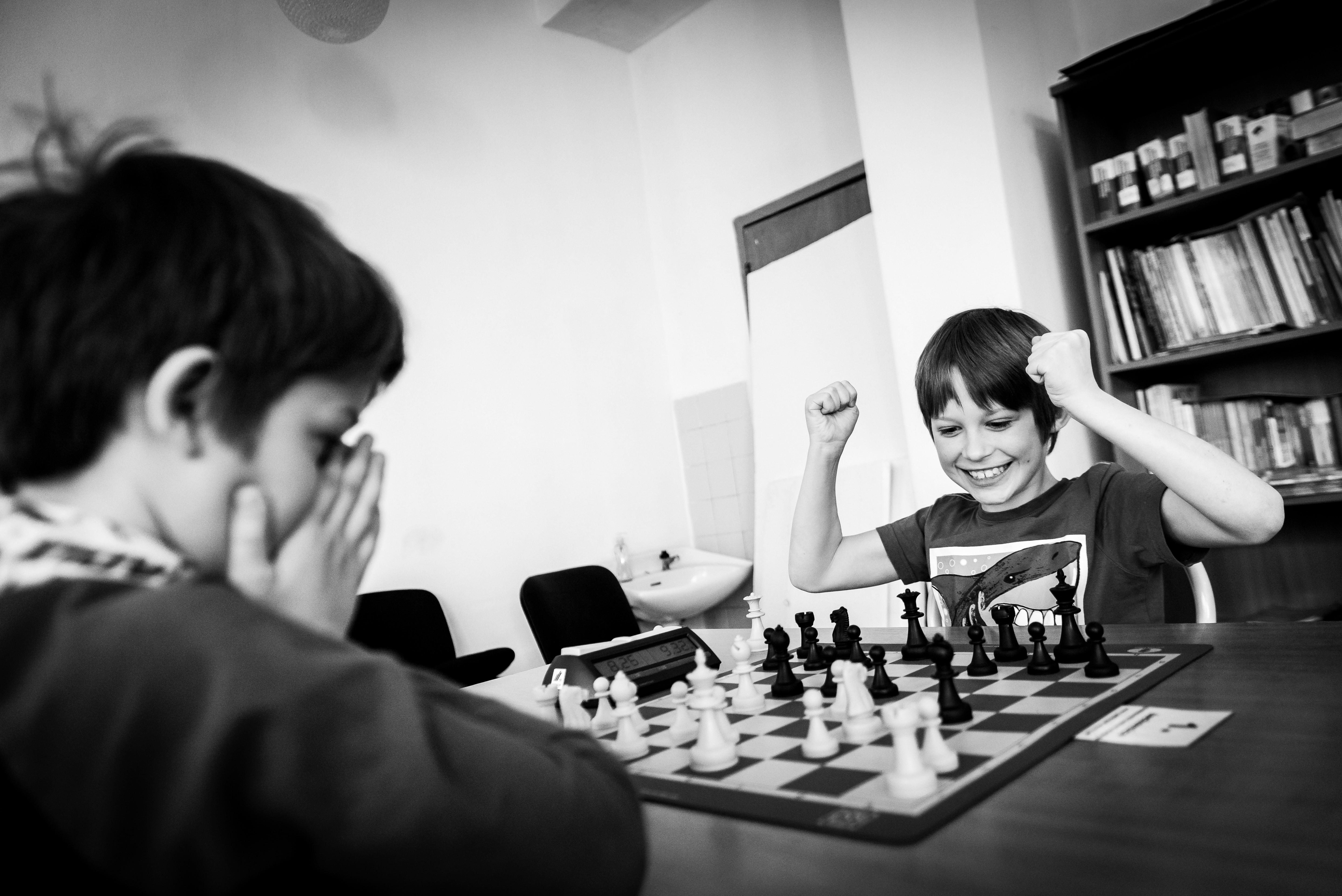 Oyun Terapisi Satranç  (6-15 yaş)