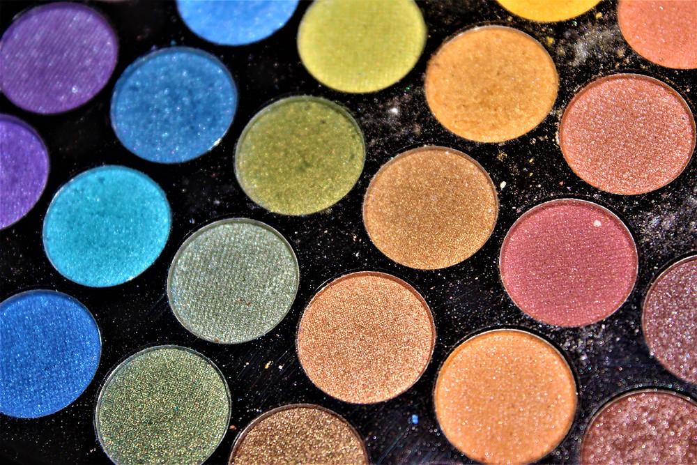 Sombras de ojos de colores tendencias maquillaje ojos otoño 2021