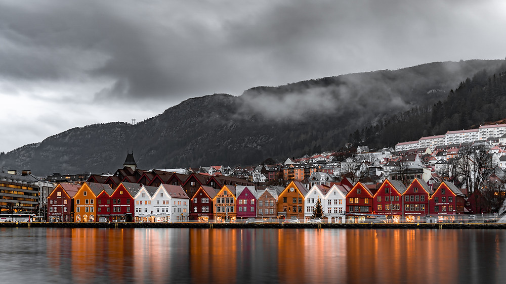 Norway, photo by Michael Fousert, Unsplash