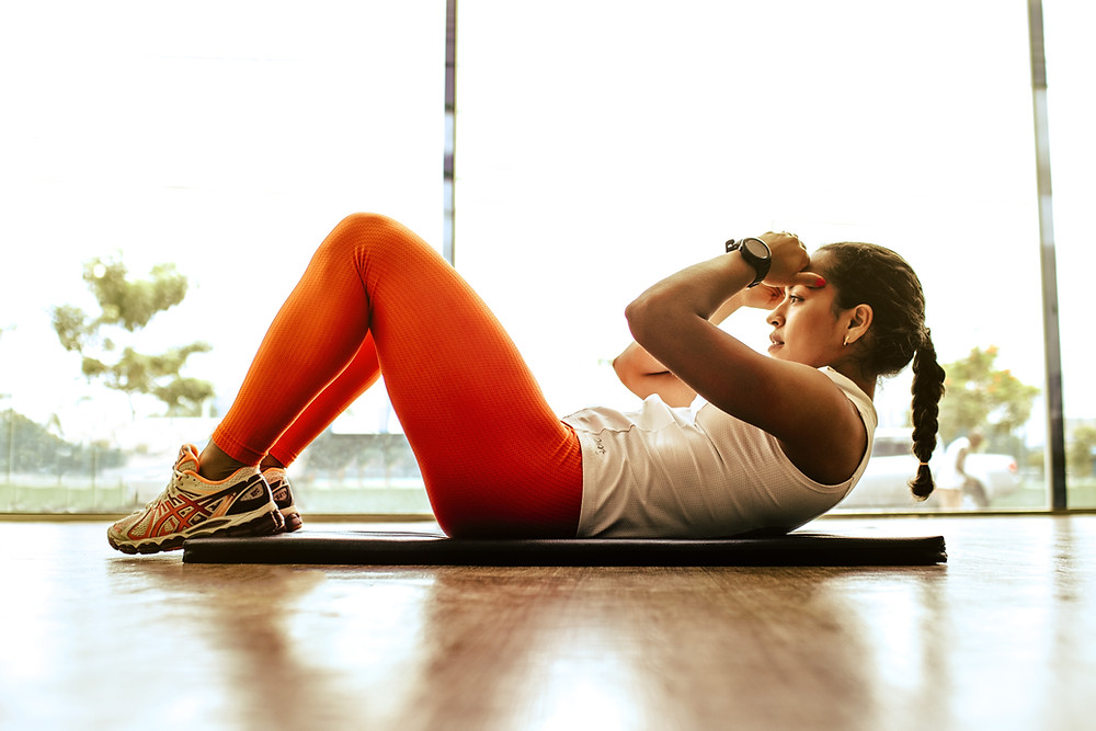 woman exercising to live a healthier lifestyle
