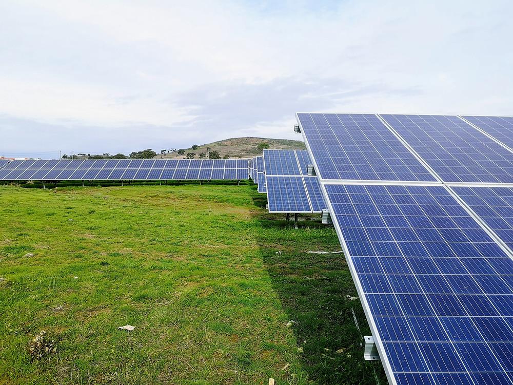 Pembangkit Listrik Tenaga Surya, salah satu bentuk energi terbarukan
