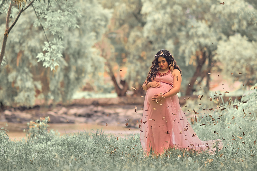 Plus size pregnant woman in a field following advice to avoid weight loss during pregnancy