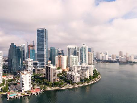 Los compradores que vienen de Nueva York impulsan las ventas de viviendas en Miami en agosto.