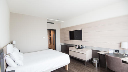 Hotels & Lodging
