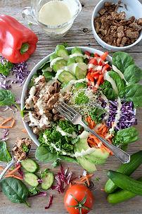 Image by Nadine Primeau ketoystävällinen salaatti